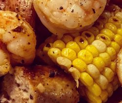 Air fryer low-country shrimp boil. Shrimp with vegetables and sausages cooked in an air fryer. Very easy and delicious! #airfryer #shrimp #dinner #lunch #easy #delicious #autumn