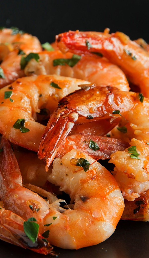 Air fryer Spanish garlicky shrimp recipe. Today I'm preparing Spanish-style spicy shrimp in an air fryer. Mouthwatering recipe! #airfryer #appetizers #party #dinner #shrimp #seafood #easy #spicy
