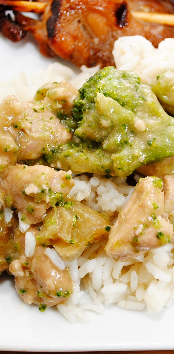 Instant pot chicken broccoli and rice casserole. Chicken breasts with broccoli and rice cooked in an electric instant pot. Easy and yummy! #instantpot #pressurecooker #chicken #recipes #dinner #lunch #easy