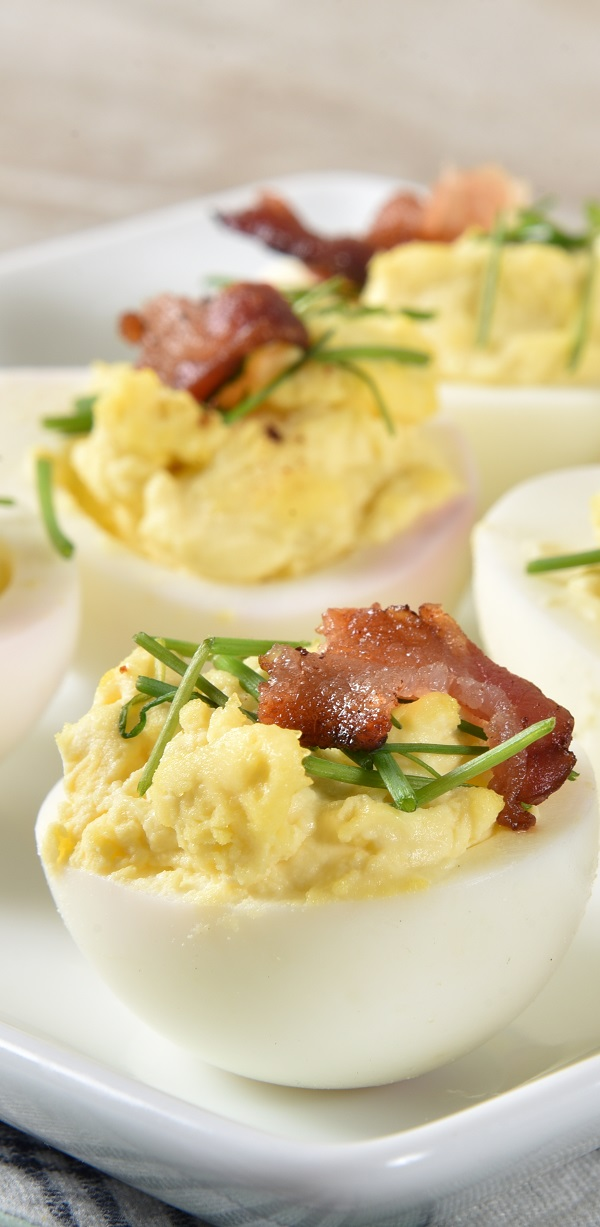 Instant pot deviled eggs recipe. Learn how to cook delicious deviled eggs in an electric instant pot. #instantpot #pressurecooker #eegs #appetizers #dinner #lunch