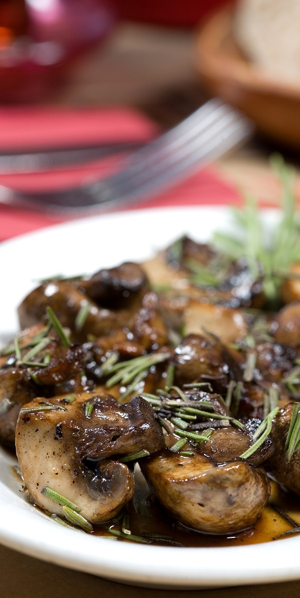 Instant pot keto buttered mushrooms recipe. Learn how to cook healthy and delicious mushrooms in an instant pot. #instantpot #pressurecooker #sidedish #dinner #lunch #healthy #keto #diet