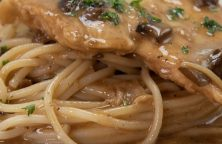 Slow cooker smothered chicken recipe. Chicken breasts with mushroom gravy cooked in a slow cooker. Yummy. #slowcooker #crockpot #chicken #dinner #smothered #creamy #yummy